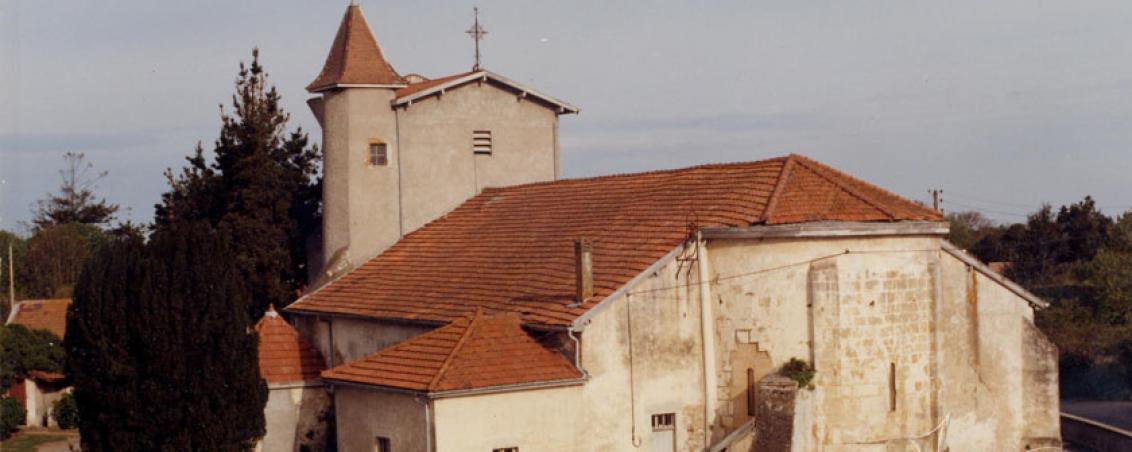 L'église en 1977, avant sa restauration