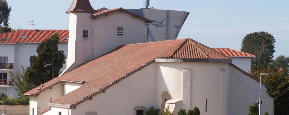 L'Eglise en 2006, après la construction du château d'eau voisin.