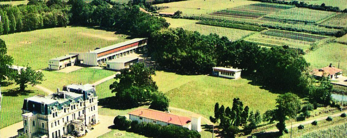 Vue aérienne de Castillon. Début des années 1970, Prêt de Madame Racanière