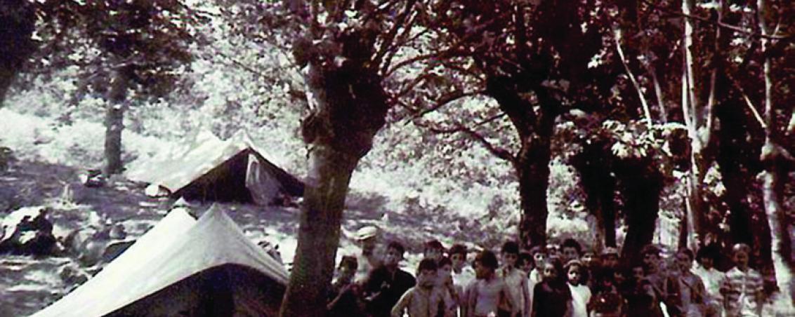 Vue du camp des ados situé sur les berges du lac. Années 1950- Prêt de Madame Ferrand