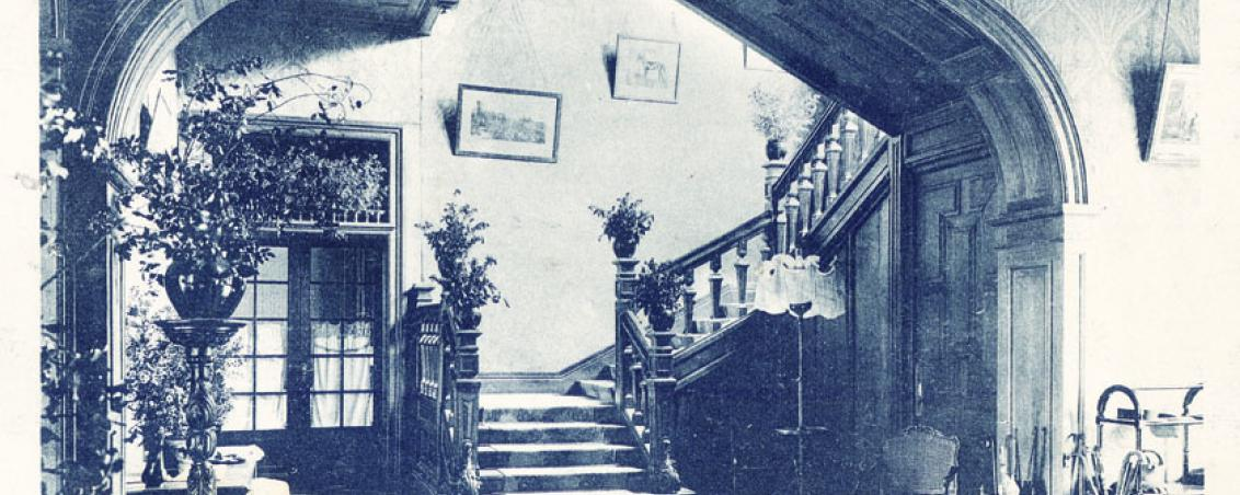 Escalier central et hall d'accueil du château de Castillon, ornés de tableaux de maîtres. 1930-1940, Ville de Tarnos