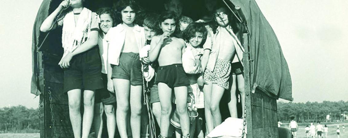 Les enfants sont prêts à partir à la plage