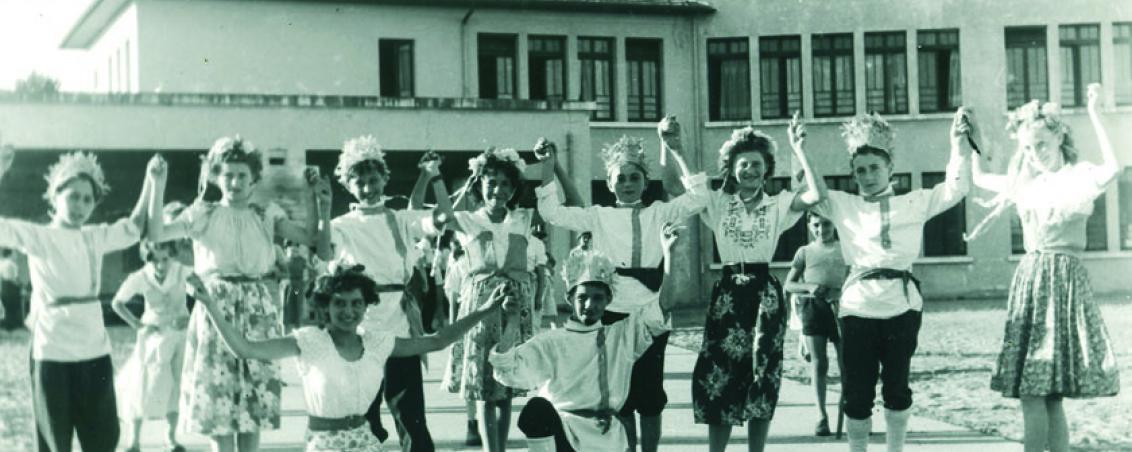 Une répétition de danses folkloriques, plutôt slaves...