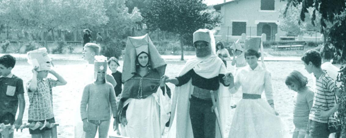 Le Moyen Âge s'invite à la colo. 1964