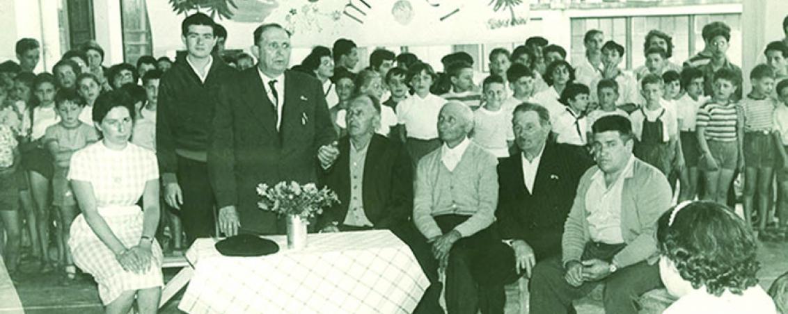 Des représentants de la municipalité inaugurent une fête de remerciements. Au premier plan, de gauche à droite : Joseph Biarrotte, Jean Goossens, Henri Champagne, François Baudonne et Émile Barrère