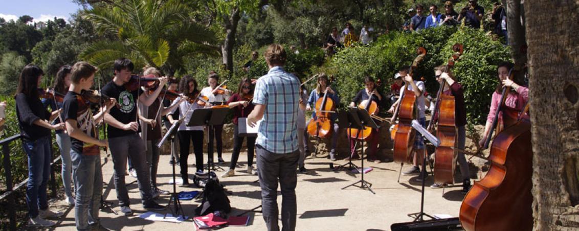 Les enfants de l'école de musique donnent une représentation lors d'un voyage en Barcelone, 2014.