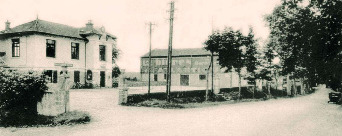 La salle des fêtes du bourg dans les années 1930, attenante à la mairie, Ville de Tarnos