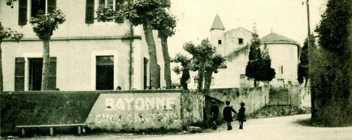 La façade de l'école des garçons du bourg, première moitié du XXème siècle, Ville de Tarnos