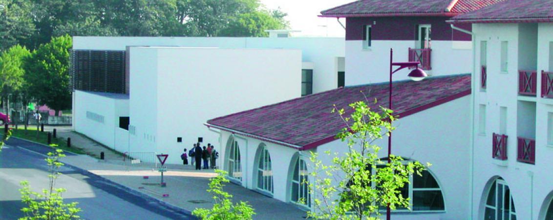 La façade de l'école Poueymidou en 2007, Ville de Tarnos