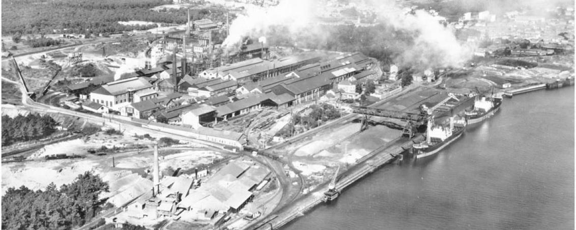 Vue aérienne des forges. 1957