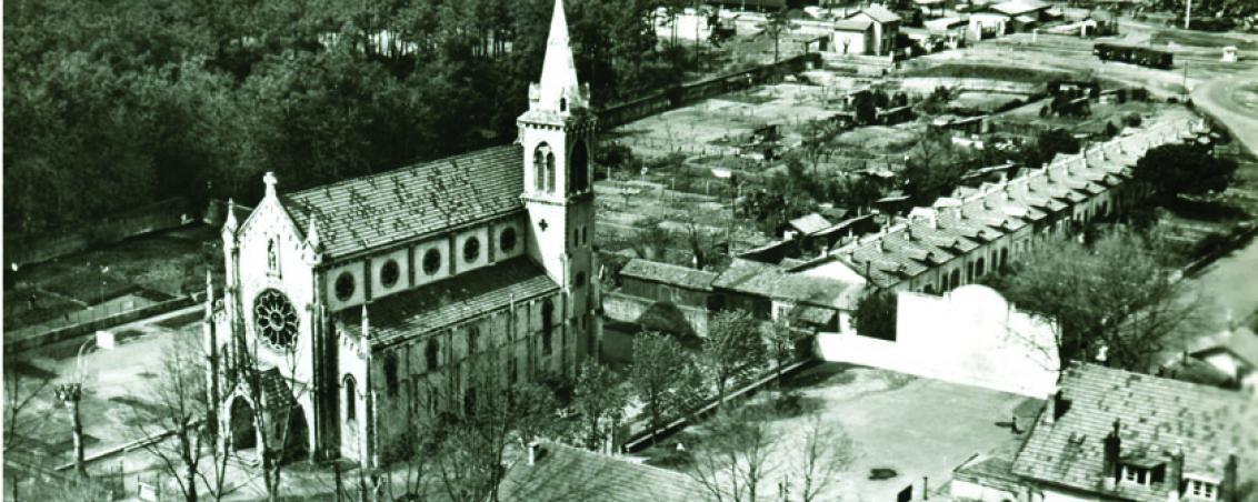 Vue aérienne de l'Église Notre Dame des Forges. Années 1950-1960, Ville de Tarnos