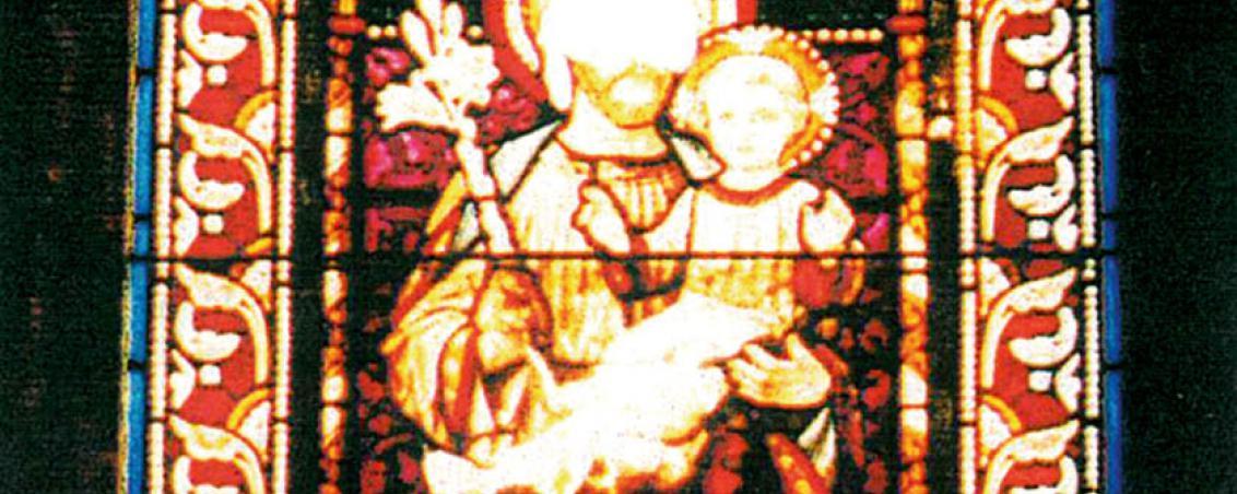 Vitrail central de Saint Joseph portant l'enfant Jésus, orné d'un médaillon à l'effigie de Adrien de Montgolfier, avant la restauration de 1980. Extrait de « Notre Dame des Forges - Église et Paroisse », 1998, prêt Michel Saldou