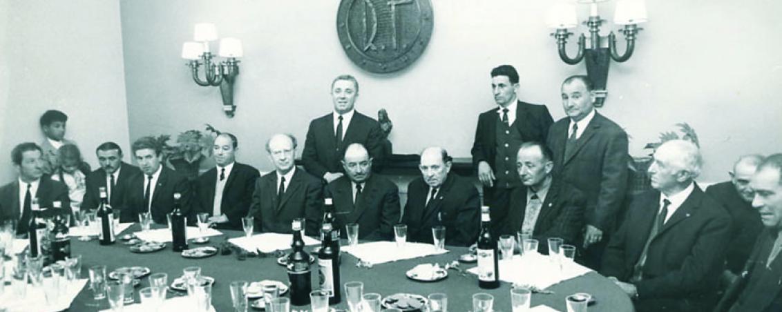 Réunion des élus autour de Joseph Biarrotte. Années 1960, Ville de Tarnos