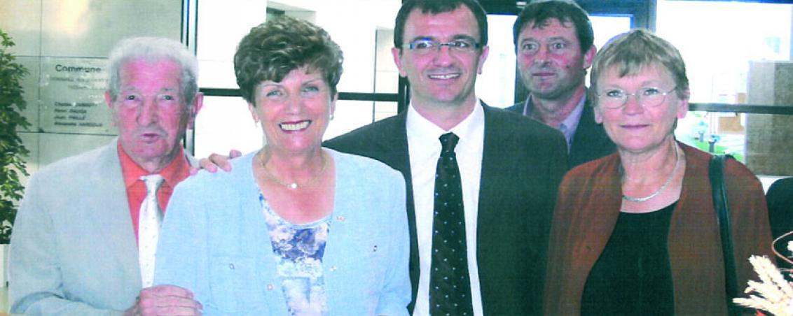 (de gauche à droite) André Maye, Pierrette Fontenas, Jean-Marc Lespade, Alain Baché et Marie-George Buffet lors de l'inauguration de l'Hôtel de Ville. 2004, Ville de Tarnos