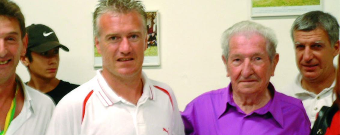 André Maye rencontre Didier Deschamps au stade intercommunal. 2006, Ville de Tarnos