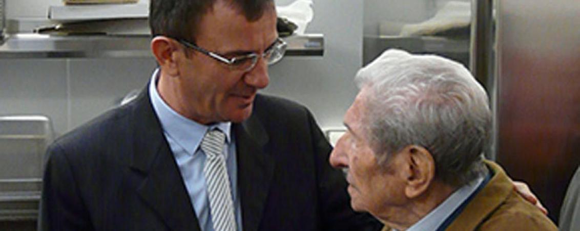 André Maye et Jean-Marc Lespade lors de l'inauguration de la nouvelle cuisine centrale Jean Paillé. 2011, Ville de Tarnos