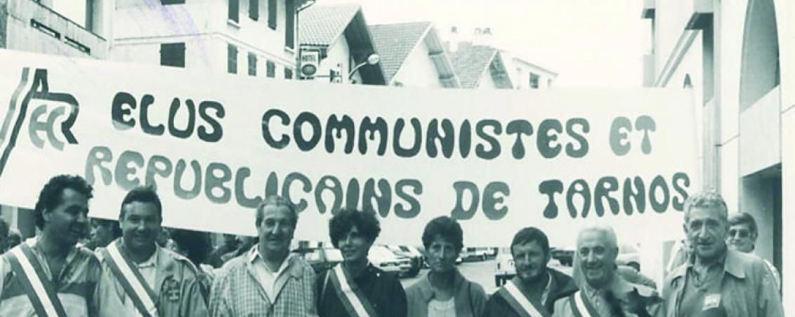 André Maye et les élus tarnosiens sous la bannière « Élus communistes et républicains de Tarnos. Années 1980, Ville de Tarnos