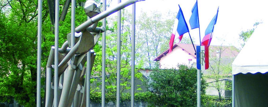 Mémorial en hommage aux résistants et déportés de Boucau Tarnos, réalisé par les élèves du lycée professionnel Ambroise Croizat et Alain Hush. Inauguré en 2006