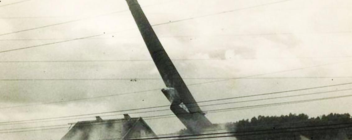 Destruction d'une cheminée des Forges. Sans date, Ville de Tarnos