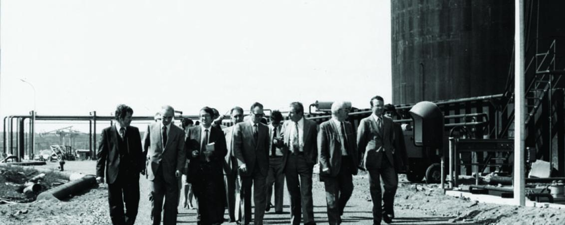Visite du site de SOTRASOL par André Maye, Maire de Tarnos, et le Préfet des Landes. 1981, Ville de Tarnos