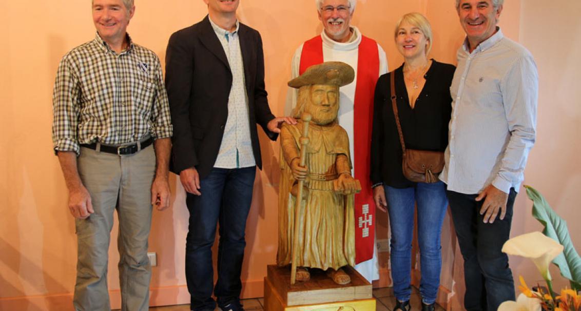 Inauguration de la Statue de Saint-Jacques à la Chapelle de l'Océan. A gauche, l'artiste l'ayant réalisé: Jacques Polycarpe, bénie le 5 juillet 2014 par le Père Marcel en présence de M. le Maire, M. et Mme Laplace.